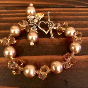 Stunning bracelet with heart clasp
